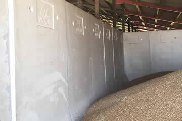 Freestanding grain walls