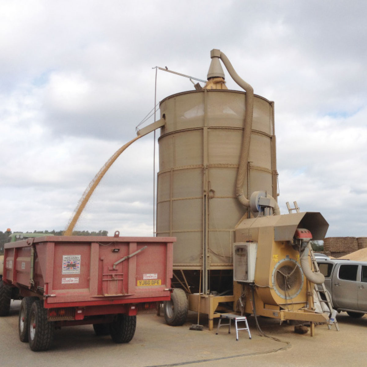 Grain drier truck and funnel